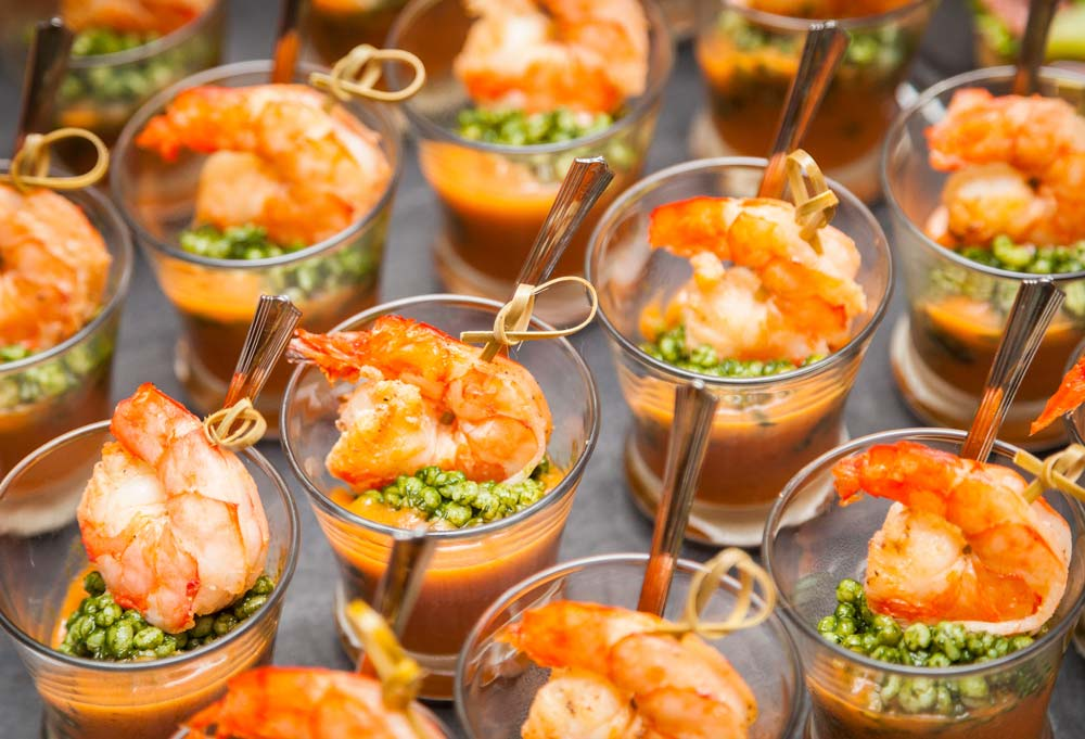 Shrimp-Cocktail bei einem Catering